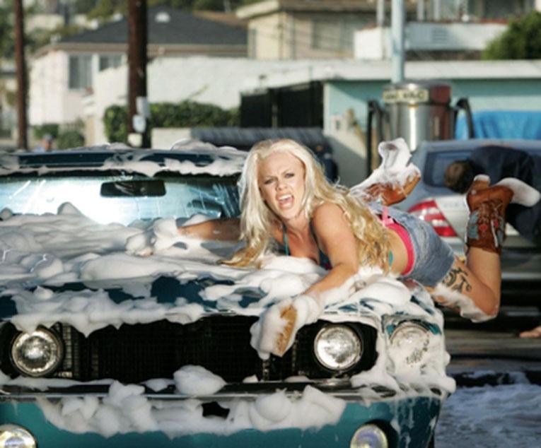 все фото девушки из максим моют машину